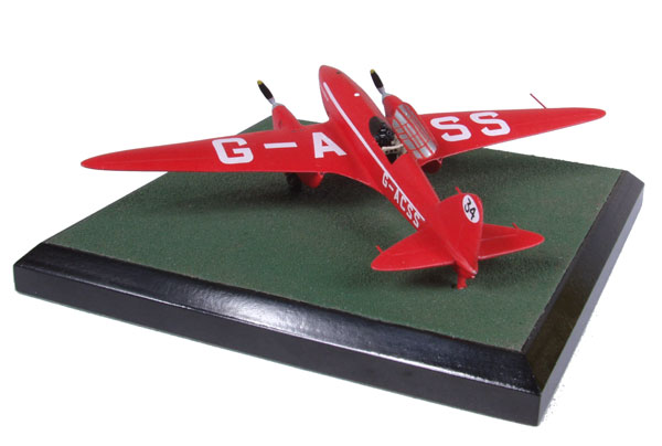 de Havilland DH 88 Comet 'Grosvenor House' 1/72 scale pewter limited edition aircraft model. The aircraft that won the London to Melbourne air race. Handmade by Staples and Vine Ltd.