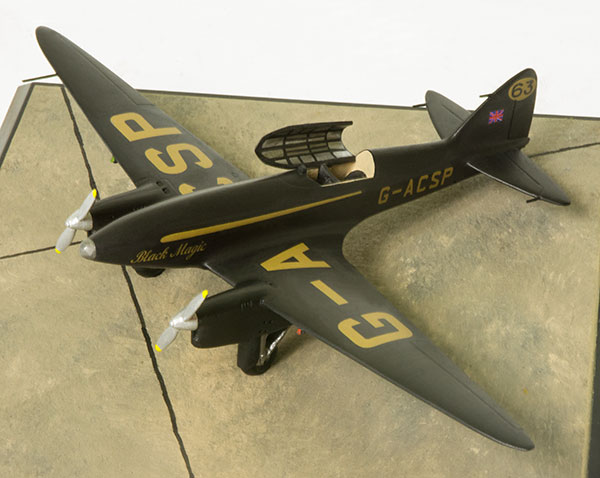 De Havilland DH 88 Comet 'Black Magic' 1/72 scale pewter limited edition aircraft model. Handmade by Staples and Vine Ltd.