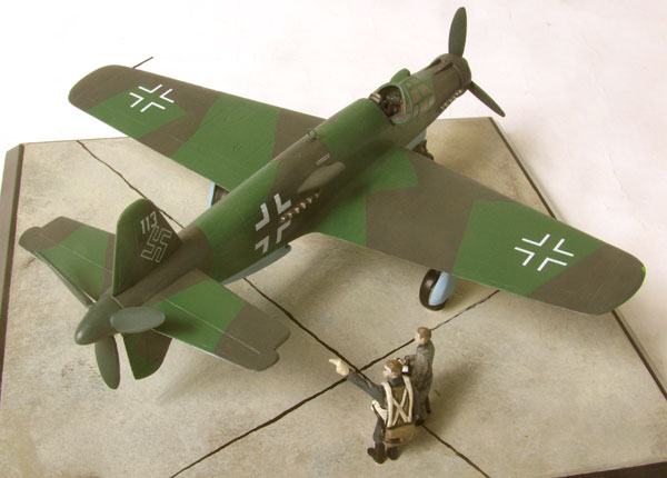 Dornier Do 335A-0 1/72 scale pewter limited edition aircraft model. Known as the Pfeil featuring push pull propellors. Handmade by Staples and Vine Ltd.