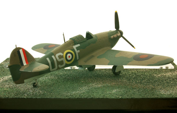 Hawker Hurricane Mk I 1/72 scale limited edition pewter aircraft model signed by the pilot Tom Neil as flown in the Battle of Britain. Handmade by Staples and Vine Ltd.