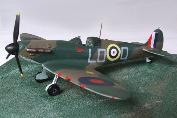 Supermarine Spitfire Mk IA of Sandy Johnstone 1/72 scale pewter limited edition aircraft model. Handmade by Staples and Vine Ltd.
