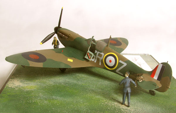 Supermarine Spitfire Mk I 1/48 scale pewter limited edition aircraft model. Signed by Battle of Britain pilot Geoffrey Wellum. Handmade by Staples and Vine Ltd.